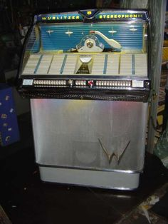 JUKEBOX Vintage Box, Vintage Music, Antique Record Player, Vintage Slot Machines, Silver Money Clip, Bar, Music Machine, Music Hits, Jukebox