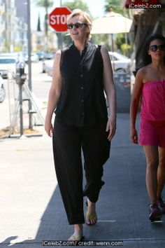 Jane Lynch Jane Lynch seen leaving Kings Road Cafe after having lunch with friends http://www.icelebz.com/events/jane_lynch_seen_leaving_kings_road_cafe_after_having_lunch_with_friends/photo1.html