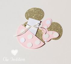 Each invitations have a cost of $ 3.50 ♥ AND INCLUDES THE FOLLOWING ♥ *Silhouette of the head of minnie with ribbon glitter cardstock # 122(thick) 6x7 *back is white, NOT glitter. *Envelope Ligth Pink that covers the head of minnie with polka dots #105 2.5x4.5 made on shimmer light pink cardstock. *Card of information white 107# carstock pearlescent and has a gorgeous shine (In this card you can put herever that you want, I will send you a proof before) *Ribbon ivory The polka dots tha...