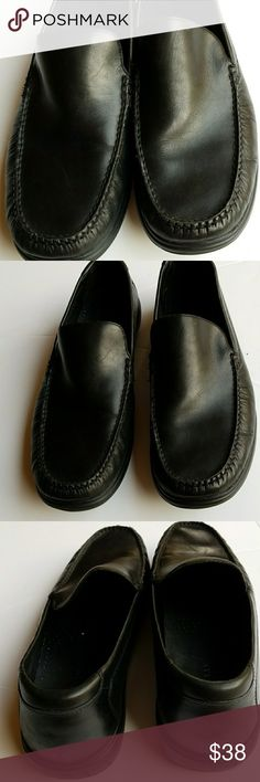Cole Haan black men's shoes. Size 11.5 EUC Cool loafers slip on.Its in Excellent used condition. If you have any question lmk.   📍📌📬Add my closet to your favorite for new arrivals. I add new items to my closet every week.  ❌🚫No trading. ❌🚫 No lowballing ✔Offers through offer button only.  Reasonable offers please 💖 Cole Haan Shoes Loafers & Slip-Ons
