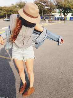 Hat demon jacket grey t-shirt cut-offs desert boots. Tomboy Fashion, Fashion Killa, Fashion Beauty, Fashion Outfits, Fashion Shorts, Womens Fashion, Cut Shirts, Style Guides, Passion For Fashion