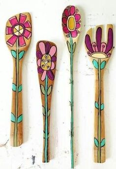 Wooden Spoon flowers to add to Rehearsal Dinner Boquet Wooden Spoon Crafts, Wood Crafts, Diy And Crafts, Arts And Crafts, Spoon Art, Wood Spoon, Painted Spoons, Hand Painted, Little Presents