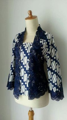 Indonesian batik kebaya Batik Blazer, Blouse Batik, Kebaya Modern Dress, Kebaya Dress, Muslim Fashion, Ethnic Fashion, Womens Fashion, Mode Batik, Batik Kebaya