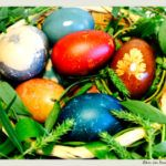 cum vopsim ouale de Paste natural Easter Eggs, Paste, Vegetables, Fruit, Natural, Knits, Vegetable Recipes, Knit Stitches, Tuto Tricot
