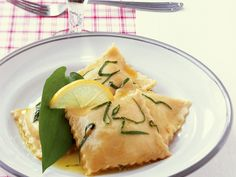 Bärlauch-Ravioli mit Zitronenöl - smarter - Kalorien: 448 Kcal - Zeit: 1 Std. 20 Min.   eatsmarter.de