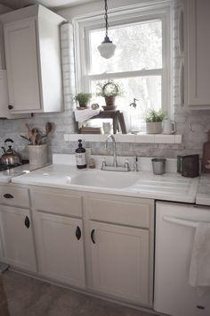 Vintage Washboard Kitchen Sink – Best Home Plants Vintage Kitchen Sink, Vintage Sink, Farmhouse Sink Kitchen, Cottage Kitchens, Kitchen Redo, New Kitchen, Home Kitchens, Kitchen Design, Kitchen Cabinets