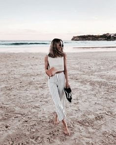 casual travel style! Street style, street fashion, best street style, OOTD, OOTD Inspo, street style stalking, outfit ideas, what to wear now, Fashion Bloggers, Style, Seasonal Style, Outfit Inspiration, Trends, Looks, Outfits.