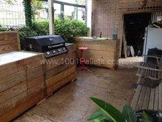 """My """"Bar & Grill"""" Made Out Of Recycled Pallets"""