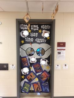 Harry Potter themed door decorations Teacher Bulletin Boards, Classroom Decor, Harry Potter, Decorations, Doors, Frame, Home Decor, Picture Frame, Decoration Home