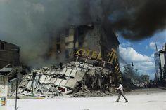 Enrique Metinides tragedia El hotel Regis, en el centro de México D.F., tras el terremoto de 1985   http://culturainquieta.com/es/foto/item/7743-enrique-metinides-fotografo-de-tragedias-y-muertos.html