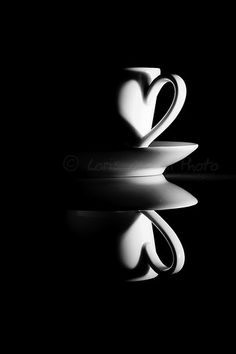 Still Life Photography Symmetry Photography, Light And Shadow Photography, Low Key Photography, Photography Ideas At Home, Object Photography, Reflection Photography, Coffee Photography, Abstract Photography, Still Life Photography