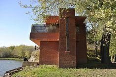 Lowell Walter Boathouse - Lowell Walter House in Quasqueton, Iowa. Frank Lloyd Wright. 1950. Usonian Style.