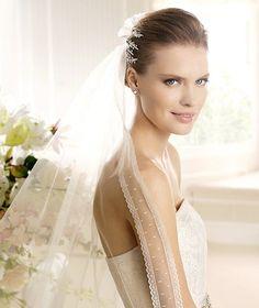 MAXIM » Wedding Dresses » 2013 Costura Collection » La Sposa (close up)