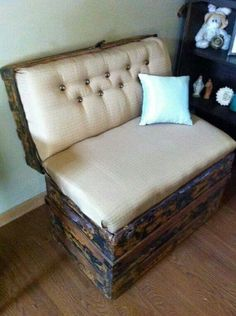 Love this trunk that was turned into a bench! This would be great for a guest room with an antique or farmhouse style especially if you antiqued it with white paint. Would also be adorable in an entry way especially if you could life the bottom bench and use it as storage for things like rain boots and umbrellas!