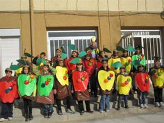 """Carnaval 2010 """" Fruites"""" - Escola Llibertat - Pomes Cartoon Faces, Carnival Costumes, Special Events, Diy And Crafts, Fancy, Activities, Children, Drawings, Pie Shell"""