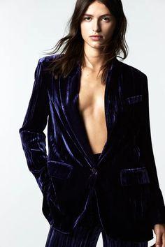 Velvet Blazer, Leather Blazer, Feminine Traits, Online Zara, Green Blazer, Tuxedo Jacket, Cropped Blazer, Mini Vestidos, Double Breasted Blazer