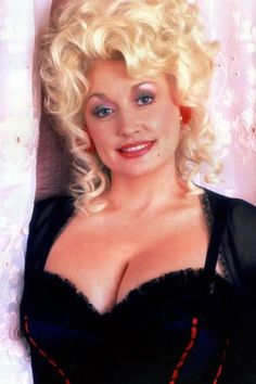 These sexy Dolly Parton bikini photos will make you wonder how someone so beautiful could exist. Yes, she is a very sexy woman and Dolly Parton's bra and Dolly Parton Tattoos, Dolly Parton Quotes, People Magazine, Dolly Parton Costume, Dolly Parton Pictures, It's All Happening, Country Singers, Country Music, Country Girls