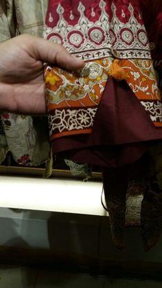 Pakistani Dresses Party, Simple Pakistani Dresses, Unique Dresses, Trendy Dresses, Neck Designs For Suits, Sleeves Designs For Dresses, Sleeve Designs, Best Mehndi Designs, Hand Designs