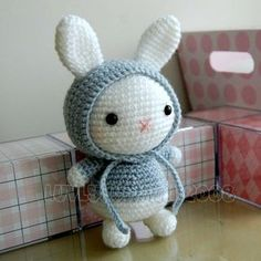 Adorable crochet #Easter bunny pattern