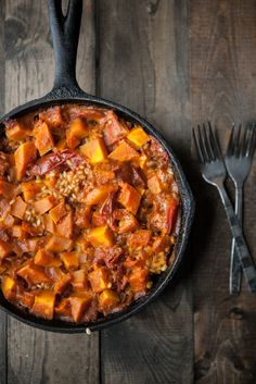"Curried Butternut Squash and Brown Rice Skillet (gf, vegan) ~ 1 tablespoon olive oil 1 clove garlic, minced ½ medium onion, diced 1½ cups ½"" cubed butternut squash 1½ tablespoons curry powder ½ cup short grain brown rice ¾ cup stewed tomatoes ½ cup chickpeas (drained/rinsed if using canned) ½ teaspoon salt ½ teaspoon pepper 1¼ cup vegetable broth"