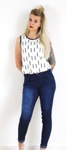Skinny Jeans für Damen - Nähanleitung und Schnittmuster via Makerist.de  #nähenmitmakerist #nähen #fashion #kleidungnähen #nähenfürdamen #jeans #bluejeans #skinnyjeans #sewing