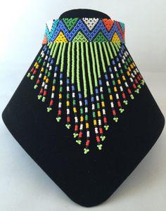 Gargantilla con cuentas multicolor Zulú