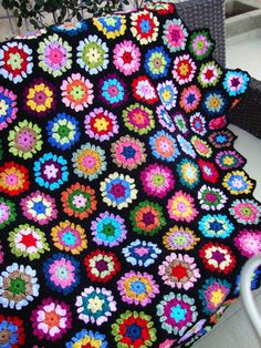 Ravelry: love at first sight hexagon pattern by Sucrette Crochet Hexagon Blanket, Crochet Squares, Crochet Granny, Free Crochet, Crochet Bedspread, Crochet Borders, Afghan Crochet, Granny Squares, Knitting Projects