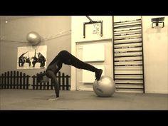 Jak ćwiczyć mięśnie głębokie na piłce? (Workout Maniac)