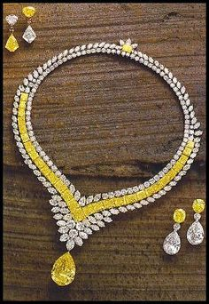 Demi-Parure yellow and white diamond necklace and earrings Jewelry Sets, Jewelry Accessories, Fine Jewelry, Jewelry Necklaces, Jewelry Design, Jewellery Earrings, Jewelry Making, Diamond Pendant, Diamond Jewelry
