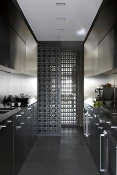 cloison amovible ikea , sol gris, cuisine de couleur noire, cloison amovible pas cher noire