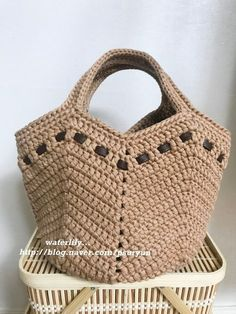 Lavinia Moraes's media content and analytics Crochet Beach Bags, Free Crochet Bag, Crochet Market Bag, Crochet Tote, Crochet Handbags, Crochet Purses, Drawstring Bag Diy, Diy Tote Bag, Bag Pattern Free