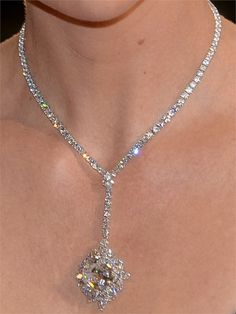 CHARLIZE THERON HARRY WINSTON necklace