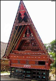 Batak house, Samosir Island, Sumatra. In Indonesie hebben ze heel amdere huizen dan dat wij hebben.(Huizen)