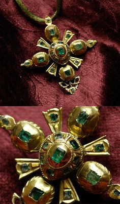 Emerald cross pendant, Spain, 18th century, Colombian emeralds, 18k gold