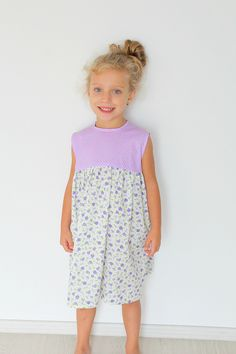 GIRLS GATHERED DRESS FREE SEWING PATTERN - Make a simple but beautiful summer dress for a little girl with this easy to follow gathered dress sewing pattern for little girls. Great project for beginners!