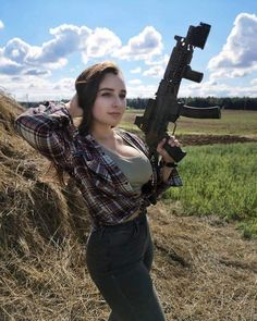 Who doesn't love a woman in battle dress? Here you'll find of the internets sexiest women camoed up & dressed to kill! Amazing Women, Beautiful Women, Military Girl, Warrior Girl, Military Women, N Girls, Beauty Full Girl, Country Girls, Angeles