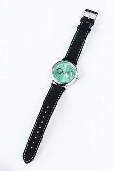 ※準備数に達し次第受注を締め切らせていただきます。予めご了承ください。ジュードとミラ、ふたりの主人公をイメージした腕時計です。輝くエメラルドグリーンの盤面には『テイルズオブエクシリア』を象徴する六花模様が刻まれています。カレンダー機能を搭載…