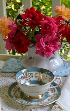 Művészi megerősítések: Tea Kupa kedd-tornác tea Vintage Cups, Vintage Tea, Tea Pot Set, Tea Cup, Afternoon Tea Parties, China Tea Sets, Tea Service, Tea Cakes, My Tea