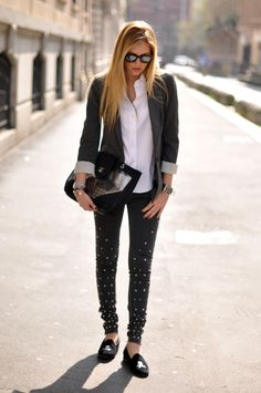 Chic attitude- The Blonde Salad (by Chiara Ferragni)… The Blonde Salad, Studded Jeans, Old Jeans, Denim Jeans, Skinny Jeans, Comfy Casual, Oversized Shirt, Gq, Trendy Outfits