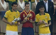 Copa das Confederações 2013 Fred,Bola de Prata,como vice-artilheiro da competição ciom 5 gols,Torres,artilheiro com tb 5 gols e Neymar,bola de bronze com 4 gols