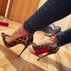 Tendance chausseurs : Christian Louboutin Fashion high heels fashion girls shoes and men shoes all he Women's Shoes, Me Too Shoes, Shoe Boots, Shoes Style, Fendi, Gucci, Christian Louboutin, Rihanna, Red Sole