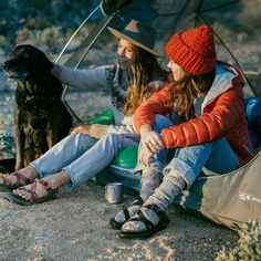 Marvelous Winter Camping Outfits For Women's – Tuku OKE Camping Diy, Winter Camping, Camping Meals, Family Camping, Mode Plein Air, Cute Summer Outfits, Cute Outfits, Summer Camping Outfits, Cute Hiking Outfit