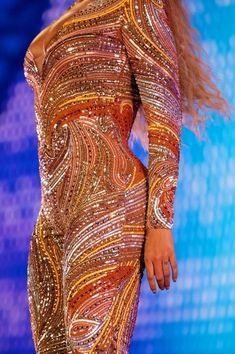 Beyonce Is Becoming Iconic For Marrying Music And Fashion Perfectly. Beyonce On The Run 2 Style Was Jaw Dropping And We Have The Details Inside Beyonce Hits, Estilo Beyonce, Beyonce And Jay Z, Dapper Dan, Beyonce Knowles, Queen B, Stage Outfits, Female Singers, Dress With Bow