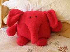 I love this red elephant that Sue made! Pattern: http://shop.shinyhappyworld.com/collections/stuffed-animals/products/napolean-and-josephine-elephant-and-mouse-softie-pattern