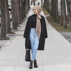 : Outfit: H&M Hijab: La Modesty Glasses: Sunglass Spot Hijab Turban Style, Turban Outfit, Mode Turban, Hijab Chic, Hijab Outfit, Modern Hijab Fashion, Hijab Fashion Inspiration, Islamic Fashion, Muslim Fashion