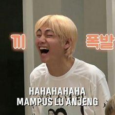 Bts Meme Faces, Memes Funny Faces, Bts Funny Videos, Funny Video Memes, Funny Meme Quotes, Funny Kpop Memes, Cute Love Memes, Drama Memes, Cartoon Jokes