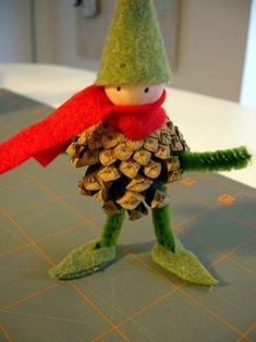 Crafting with pine cones - 62 unusual craft ideas for autumn and winter - Basteln - Weihnachten Pine Cone Art, Pine Cone Crafts, Christmas Projects, Felt Crafts, Pine Cones, Holiday Crafts, Diy And Crafts, Crafts For Kids, Arts And Crafts