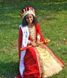 Queen Costume ~ While so many girls want to be a princess, this young lady dreams big!  Way to go!