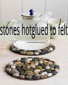 stones hot glued to felt, as coasters or hot pads for pots and pans. DIY gift idea on a budget Stone Crafts, Rock Crafts, Diy Home Crafts, Fun Crafts, Crafts For Kids, Summer Crafts, Bead Crafts, Diy Coasters, Stone Coasters