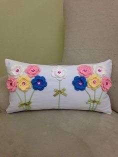 63 ideas sewing machine cover crochet for 2019 Pillow Crafts, Diy Pillows, Custom Pillows, Decorative Pillows, Throw Pillows, Crochet Cushions, Crochet Pillow, Crochet Stitches, Crochet Patterns